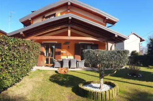 villa con giardino vendita revislate