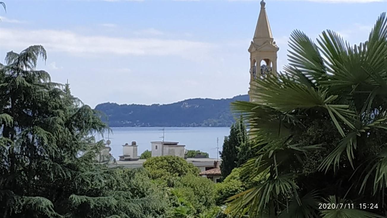 villa bifamiliare giardino vista lago